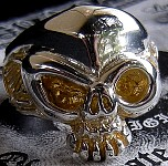 Lil Stinkeye Skull Ring With Gold.JPG