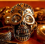 Rock_n_Roll_Skull_Ring.JPG